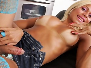 The hot and tanned Alexandra likes young guy to fuck him hard. So when this young technician arrived she starts to seduce and plays with his ass!